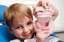 Niño en odontólogo