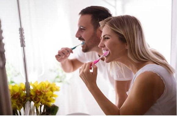 Cómo cuidar tu cepillo de dientes - Clínica Dental en Valencia ARTDENTA